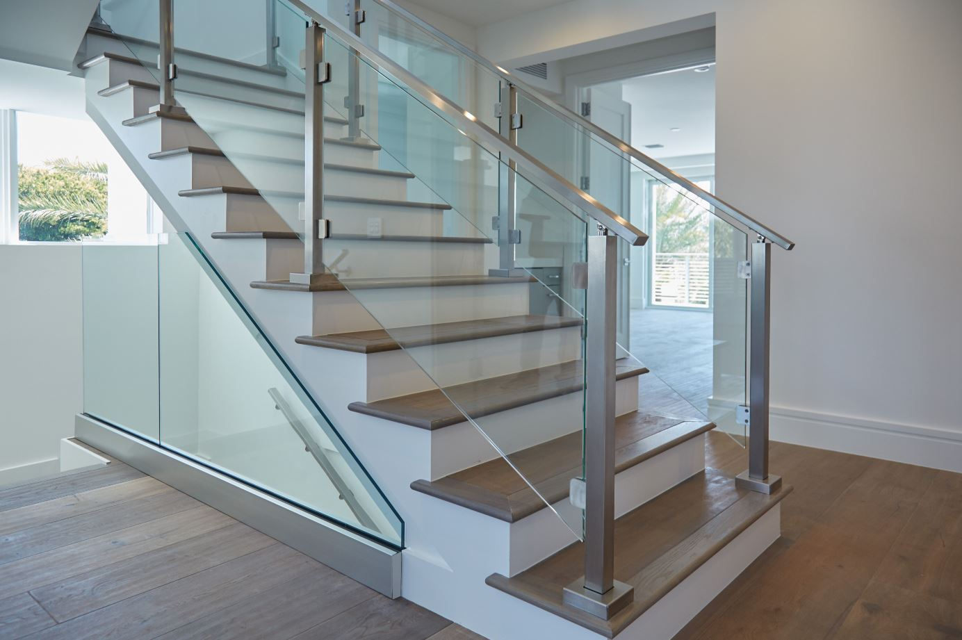 Modern Railing Systems In Wood Cable